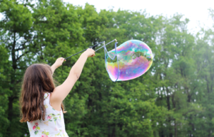 pic-child-with-bubble